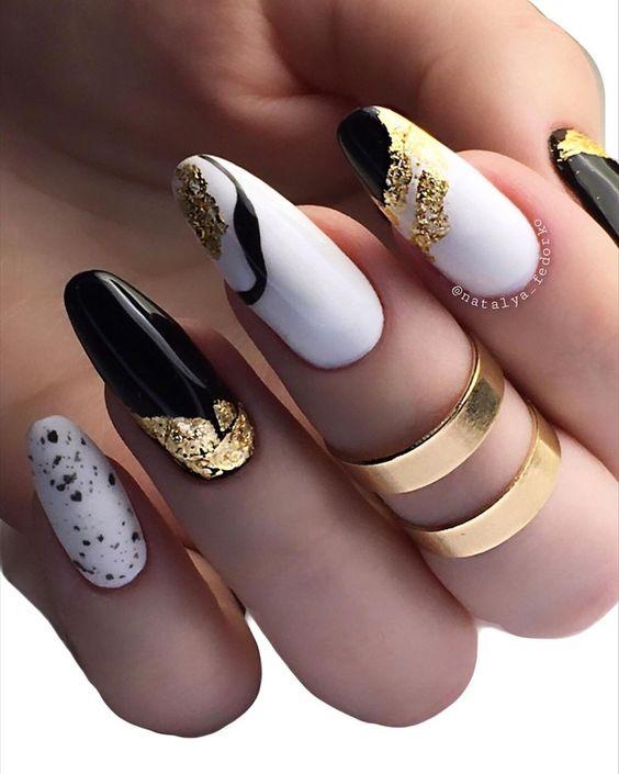 длинные ногти черно-белый дизайн с фольгой