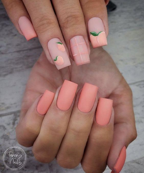 нежный матовый оттенок на ногтях